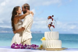 Custom Glass Wedding Cake Toppers by Kai Pua Gallery, Maui