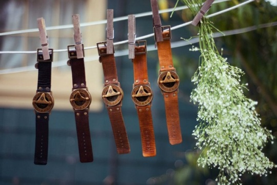Pandeia-Compass-Watch-Maui-Hanging