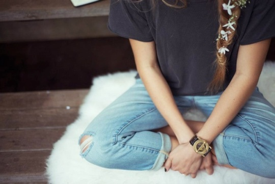 Pandeia-Watch-Seated-Jeans