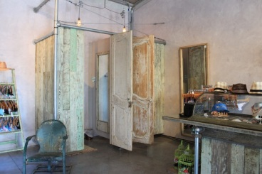 Super Style - even in the dressing room! Funky mix of industrial shabby...