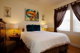 Paia Inn Hotel Artwork painter