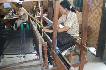 ikat weaving process indonesia fabric
