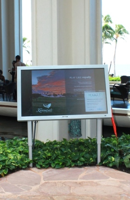 digital signage - hyatt maui - green