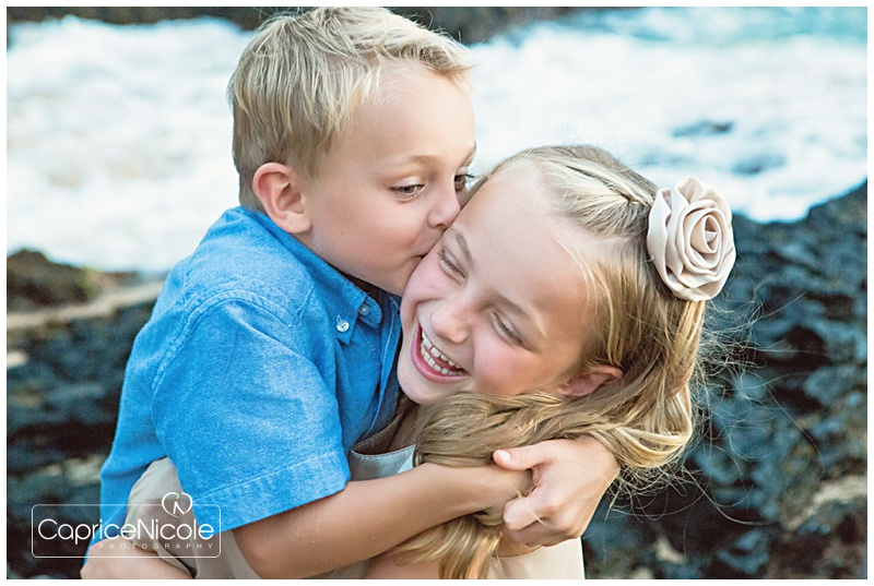 maui family photos - what to wear - blue and ivory - beach portraits